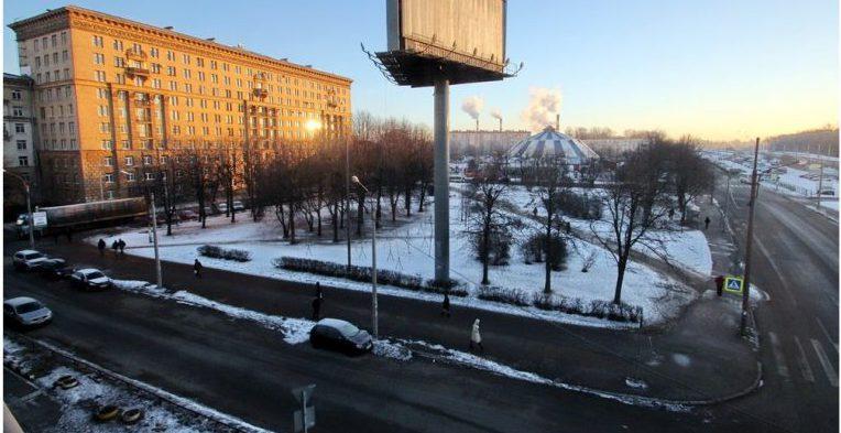 сквер, расположенный возле станции метро «Автово»